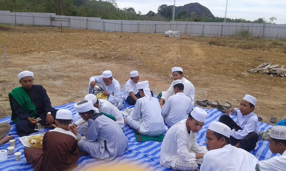 บรรยากาศพิธีละหมาดฮาญัตและร่วมรับประธานอาหารเช้า